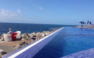 Vacker och varm pool.