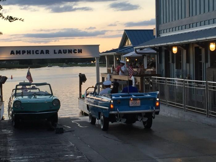 Amfibiebilar vid the Boathouse.