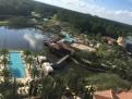 Utsikt från vår balkong över vuxenpoolen och familjepoolen.