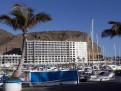 Hotellet sett från marinan.